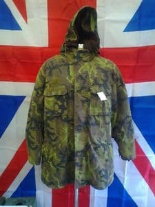 EX ARMY MILITARY CZECH 2 PIECE CAMO JACKET WITH FUR LINER AND HOOD