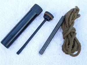Lee-Enfield WW2 cleaning kit with plastic oiler bottle