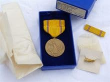 WW2 USA American Defense Medal boxed set with lapel pin