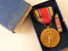WW2 USA Victory Medal and ribbon bar in box of issue