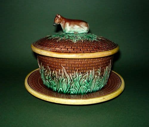 English Majolica Butter Dish & Stand with Cow Finial c1870
