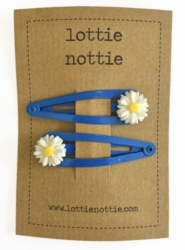 Lottie Nottie - Daisy on Blue Clips
