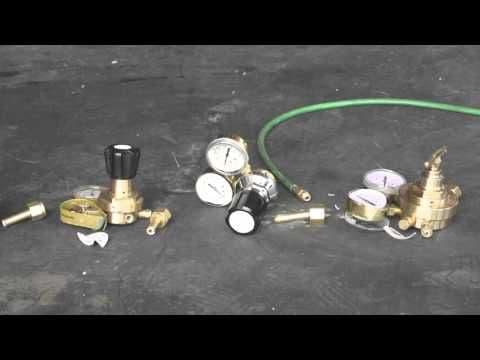 ESAB Edge 4 Series 10 Bar Helium Multistage Regulator, Bottom Entry (part no: 0700017190)